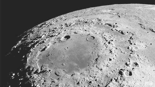 哈佛科学家:月球上多半存在外星生命,它像渔网一样捕捉星际物质