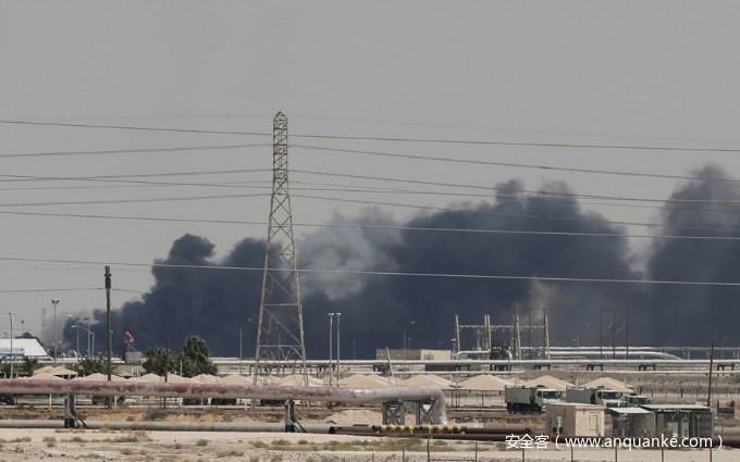"""海湾局势再度告急,伊朗炼油厂大火,疑似为网络攻击""""复仇""""反击"""