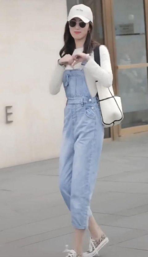 """森女系已经很土了,现在流行七分裤+""""脚踝芝麻鞋"""",美得比心!"""