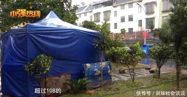 儿子别墅被拍卖,老两口堵门搭帐篷