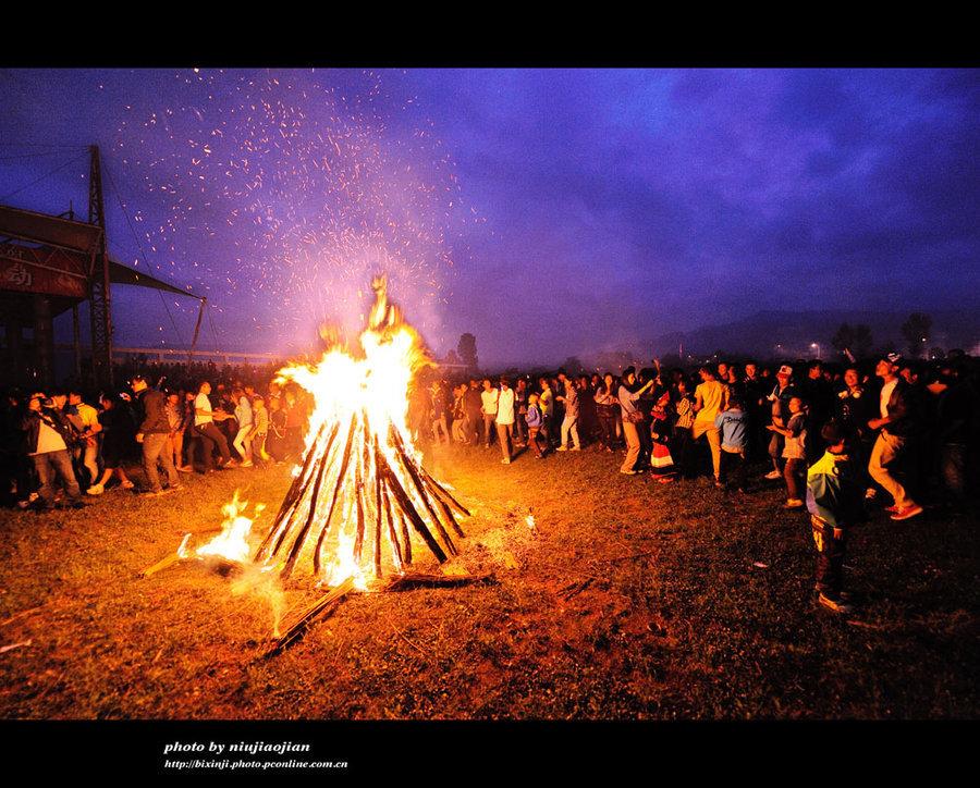 彝族的火把节_白族火把节的由来_大理白族火把节_彝族的火把节_白族的传统 ...