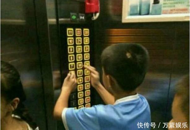 熊孩子乱按电梯按钮,爸爸不打不骂,一个小动作,却引得网友狂赞