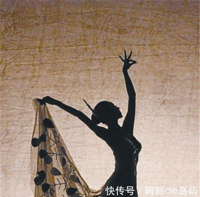 杨丽萍请客,网友:换我也不动筷