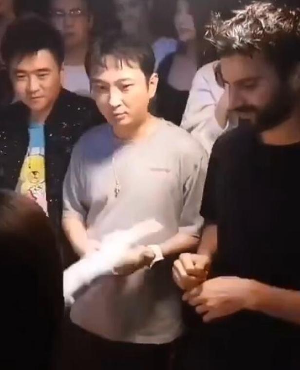 王思聪解除限高令后高调炫富,晒高档日料店美食照 娱乐 热图3