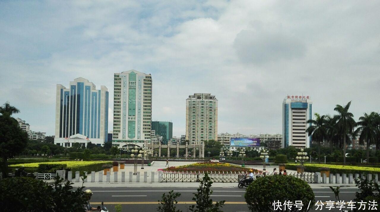 广东汕头最大的广场, 是汕头重要的地标