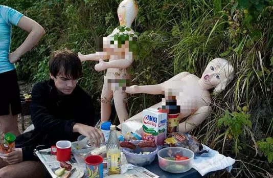 俄罗斯充气娃娃运动会,是属于楞逼的铁人三项