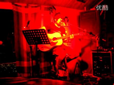 吉他 彈唱李志《關于鄭州的記憶》酒吧現場圖片