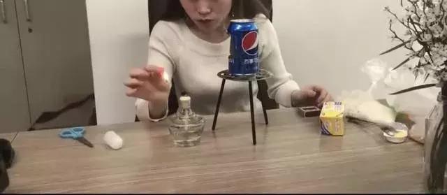 模仿视频博主制作爆米花,女孩点燃高浓度酒精引起爆炸身亡