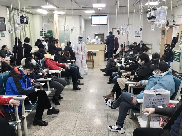 """武汉新型肺炎患者真实口述:""""父亲的肺已经全白了,6家医院都进不去"""""""