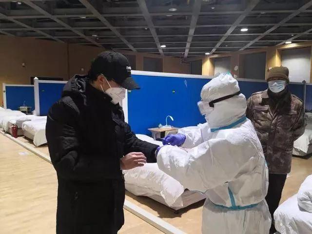 武汉方舱医院开始收治首批患者 开始收治轻症确诊患者