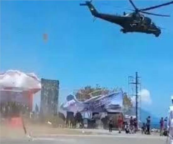 印尼阅兵式出事故 主席台突然被直升机气流吹倒